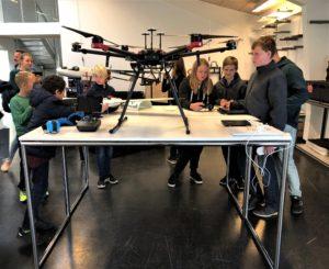 Skolebesøg droner